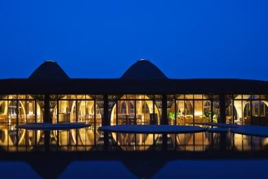01_night-view-of-restaurant