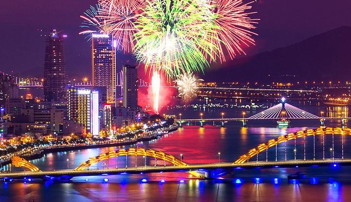 danang-helicopter-fireworks